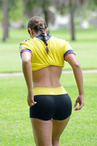 celebritie Andrea Calle 2015 tits photography in public