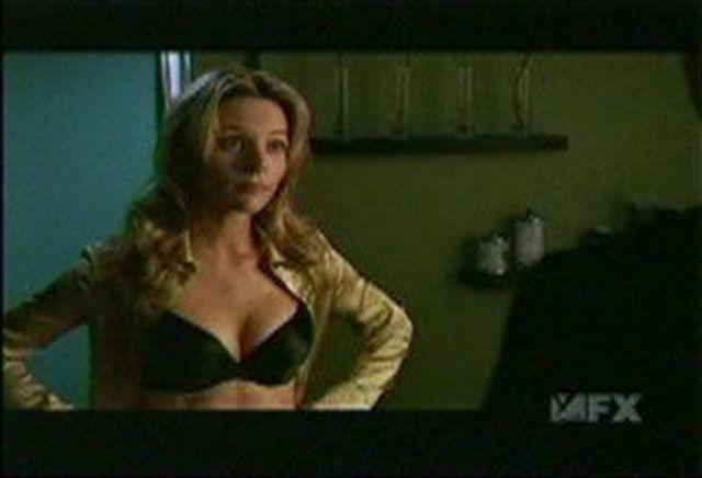 actress Jessalyn Gilsig 19 years teat photos in the club