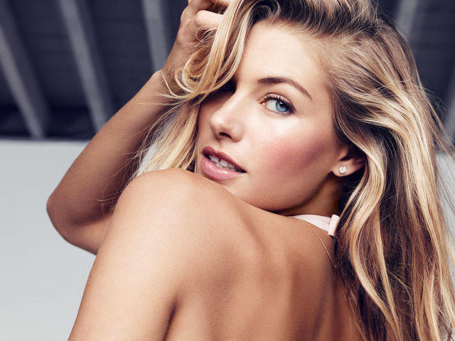 celebritie Jessica Hart 2015 voluptuous snapshot home