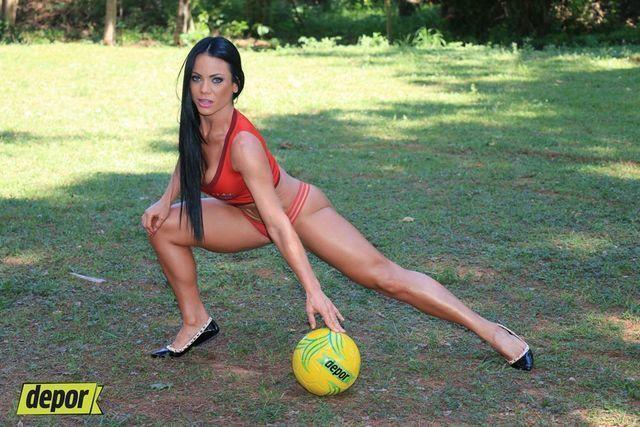 models Pamela Rodríguez 22 years arousing picture in public