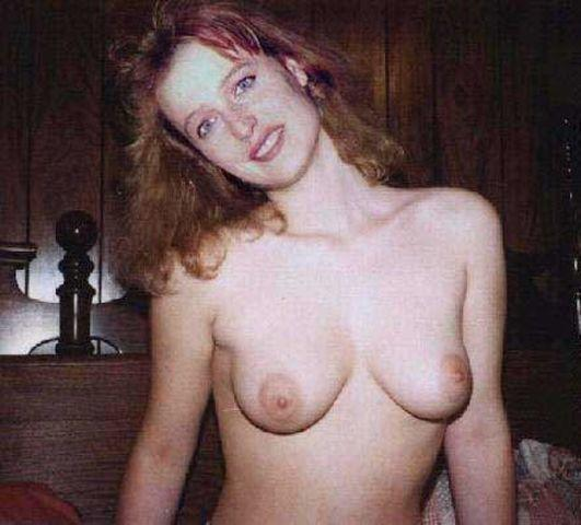 celebritie Gillian Anderson young sensual foto in public