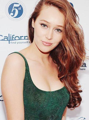 actress Alycia Debnam Carey 25 years rousing pics in the club