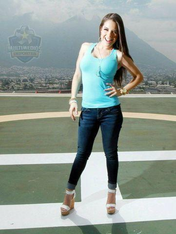 celebritie Arely Tellez 21 years nudism art in public