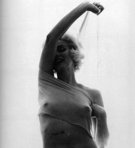 actress Marilyn Monroe 22 years sensual photography home
