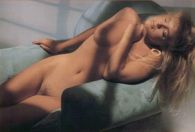 actress Erika Eleniak 18 years the nude pics in public