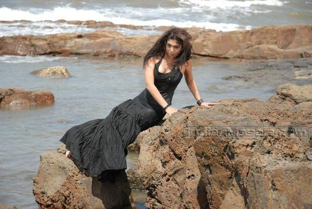 celebritie Nayantara 19 years carnal photo in public