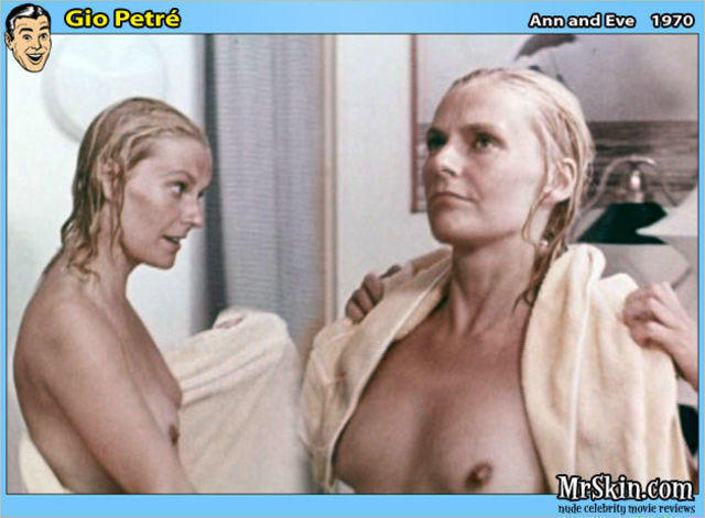 actress Gio Petré 24 years naked photoshoot beach
