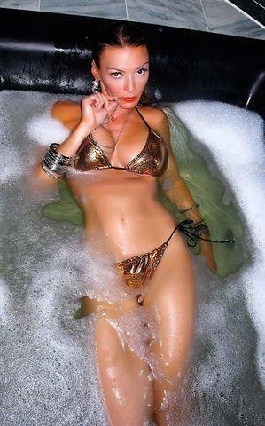 models Drita D'Avanzo young chest pics in the club