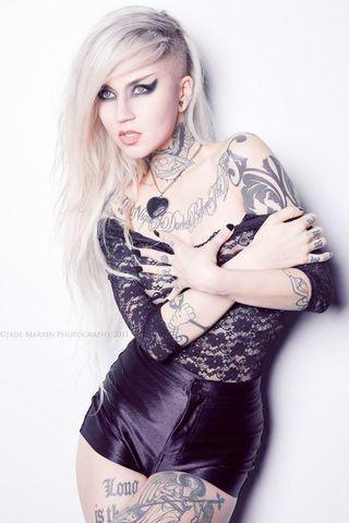 models Sara Fabel 23 years unclad image in the club