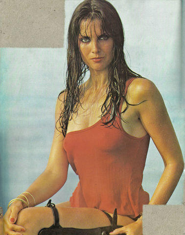 actress Caroline Munro 19 years drawn foto in public