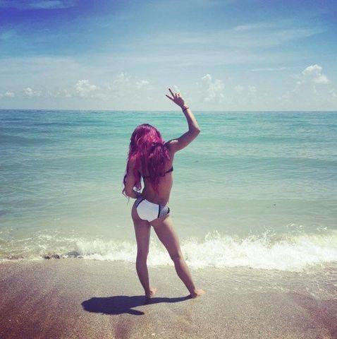 celebritie Sasha Banks 24 years stripped pics in public