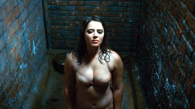 actress Kether Donohue 25 years mammilla photoshoot in public