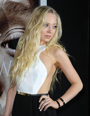 models Portia Doubleday 19 years raunchy photo in public