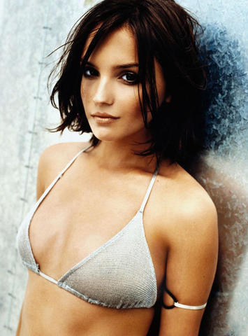 celebritie Rachael Leigh Cook young provocative foto in the club