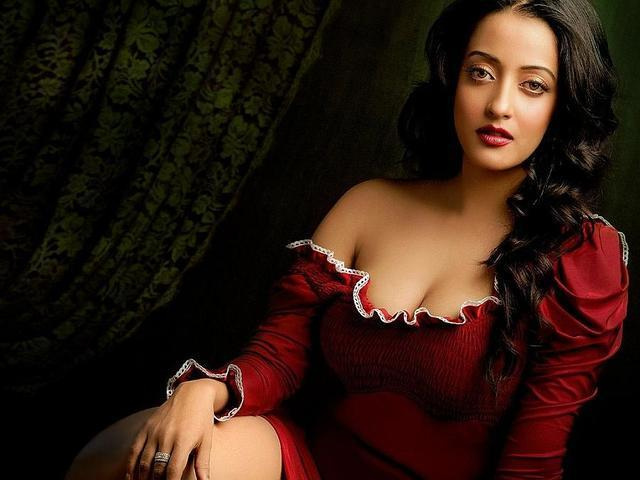 Raima Sen topless photography