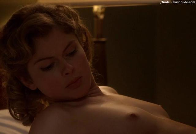 celebritie Rose McIver 22 years indecent pics beach