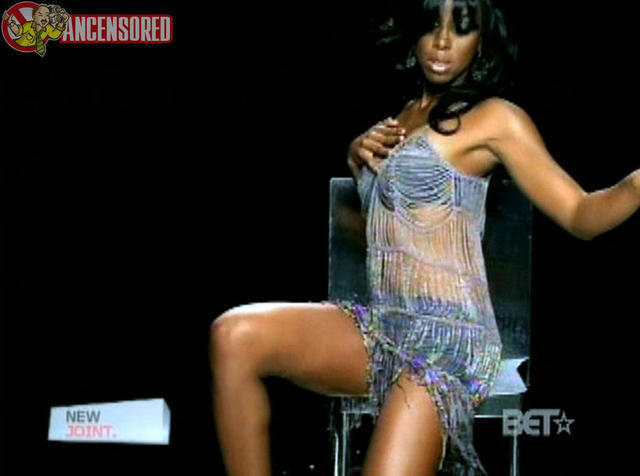 celebritie Kelly Rowland 25 years buck naked photography in the club