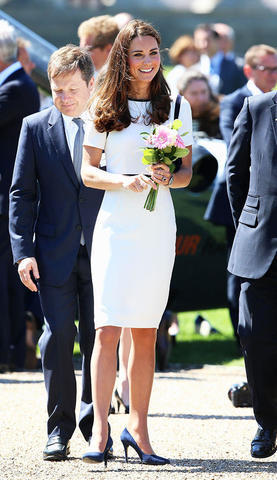 models Catherine Duchess of Cambridge 24 years mammilla photoshoot in public
