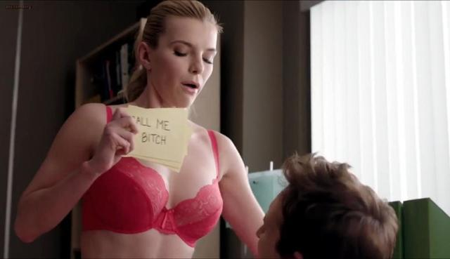 actress Betty Gilpin 21 years bosom pics in public