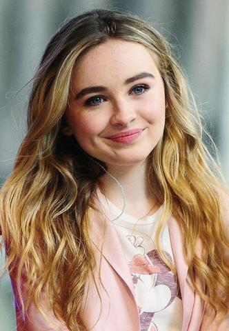 models Sabrina Carpenter 22 years crude pics home