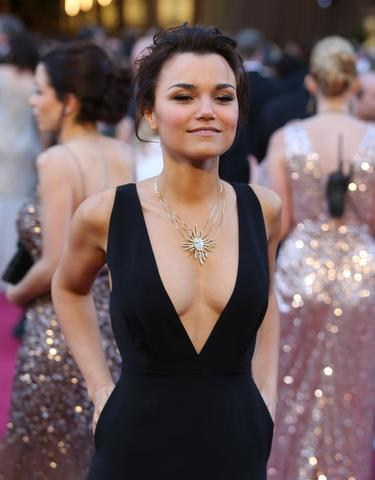 actress Samantha Barks 23 years barefaced picture home