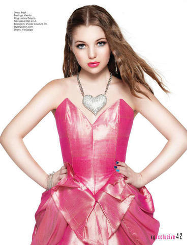 celebritie Sammi Hanratty 20 years erogenous pics in the club