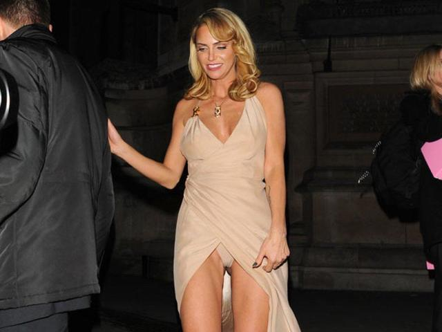 celebritie Sarah Harding 25 years natural picture in public