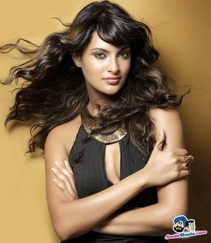 celebritie Sayali Bhagat 23 years overt photo beach