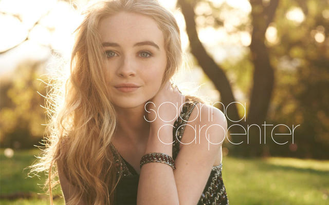 actress Sabrina Carpenter young tits photos home