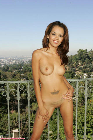 actress Daisy Marie 19 years spicy photos in the club