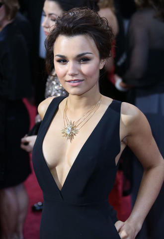 models Samantha Barks young pussy picture in public