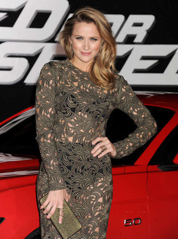 actress Shantel VanSanten 2015 voluptuous image in public