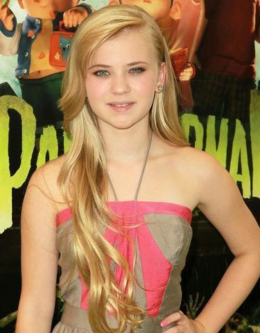 celebritie Sierra McCormick 25 years chest photo in public