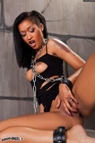actress Skin Diamond 25 years chest photos home