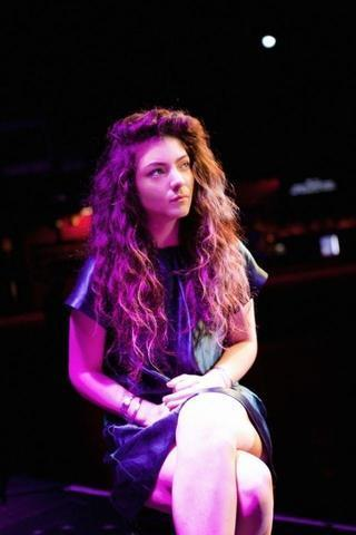 celebritie Lorde 23 years hot image beach