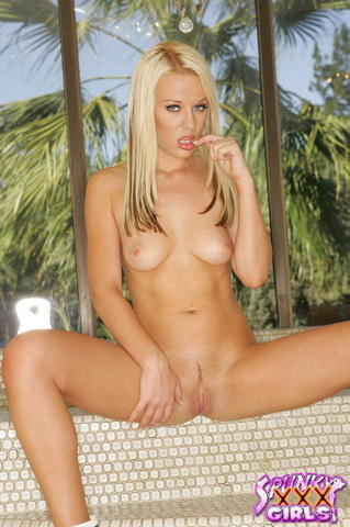 Naked Holly Wellin photo
