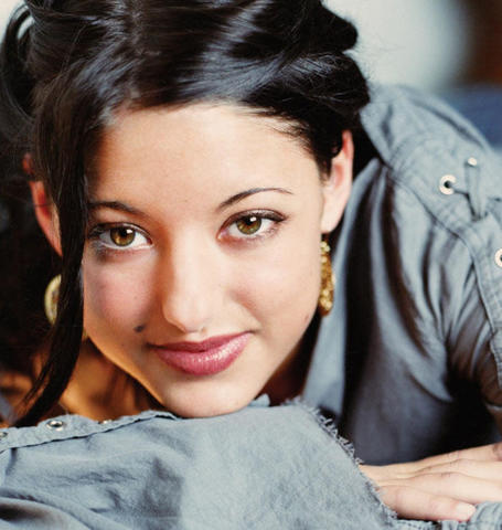 actress Stacie Orrico young seductive photo in public