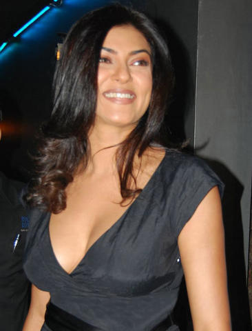 actress Sushmita Sen 24 years Uncensored photo in the club
