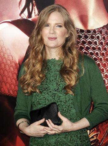 celebritie Suzanne Collins 19 years fervid photos home