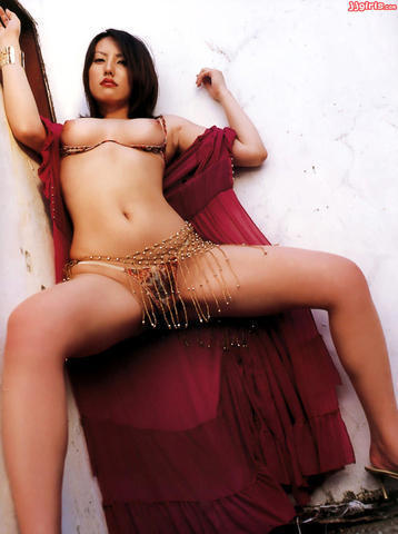 models Takako Matsu 19 years Without clothing art in the club