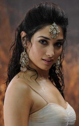 actress Soundarya R. Ashwin 25 years laid bare picture home