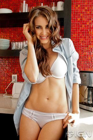 celebritie Tanit Phoenix 23 years Without swimming suit foto in public