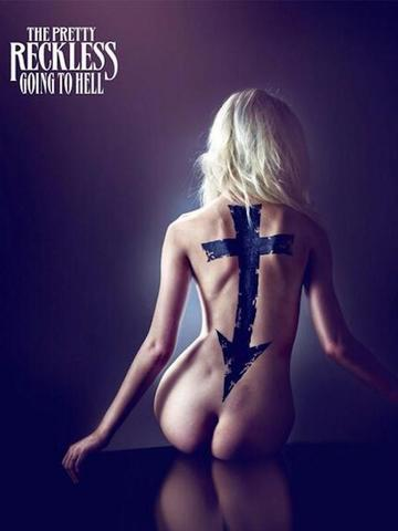 celebritie Taylor Momsen 18 years k-naked photo in the club