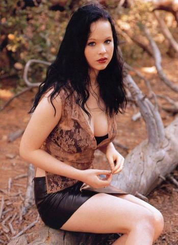 models Thora Birch 25 years Without clothing picture in public