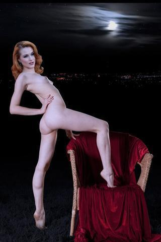 celebritie Rachelle Wood 21 years provocative image in the club
