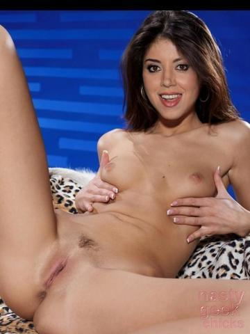 Naked Aubrey Plaza photo