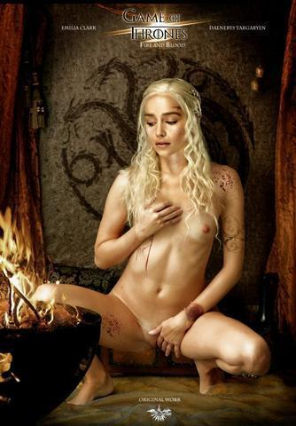celebritie Emilia Clarke young unclothed foto home