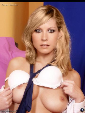 celebritie Jenna Goodwin 22 years Without bra pics in the club