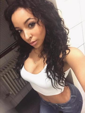 actress Tinashe 18 years swimsuit photography in the club