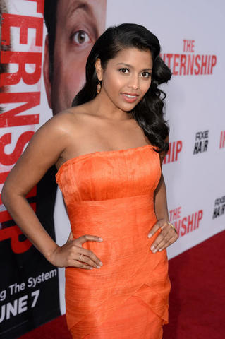 actress Tiya Sircar 19 years Without clothing pics in public